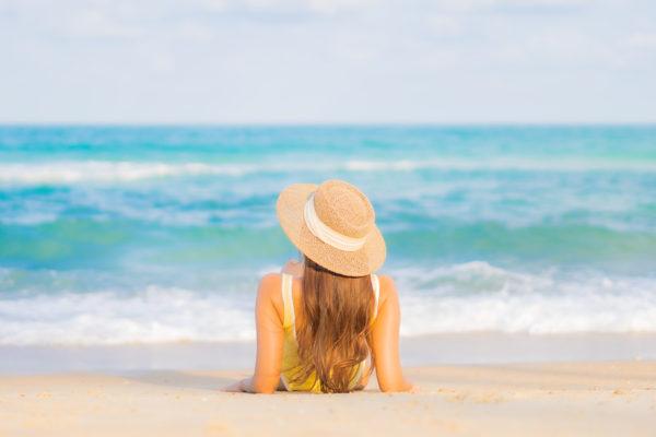 El acné mejora con el sol, una verdad a medias