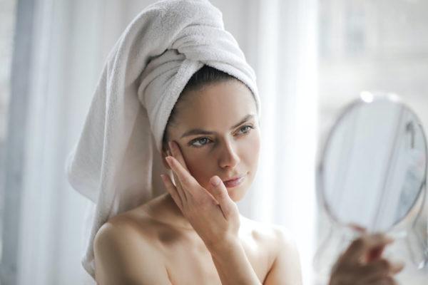 Cómo tapar las manchas blancas en la piel