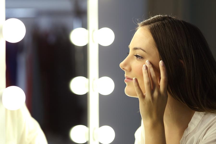 Como disimular las manchas blancas de la piel con maquillaje
