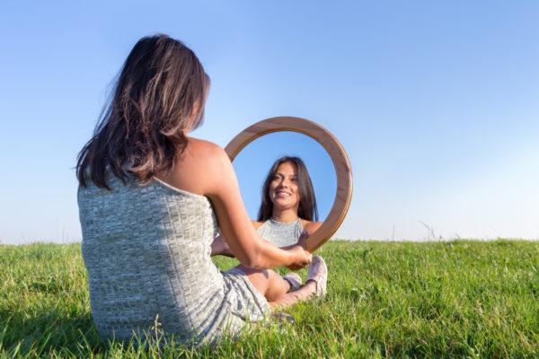 Maquillaje terapéutico, los beneficios de maquillar las manchas blancas